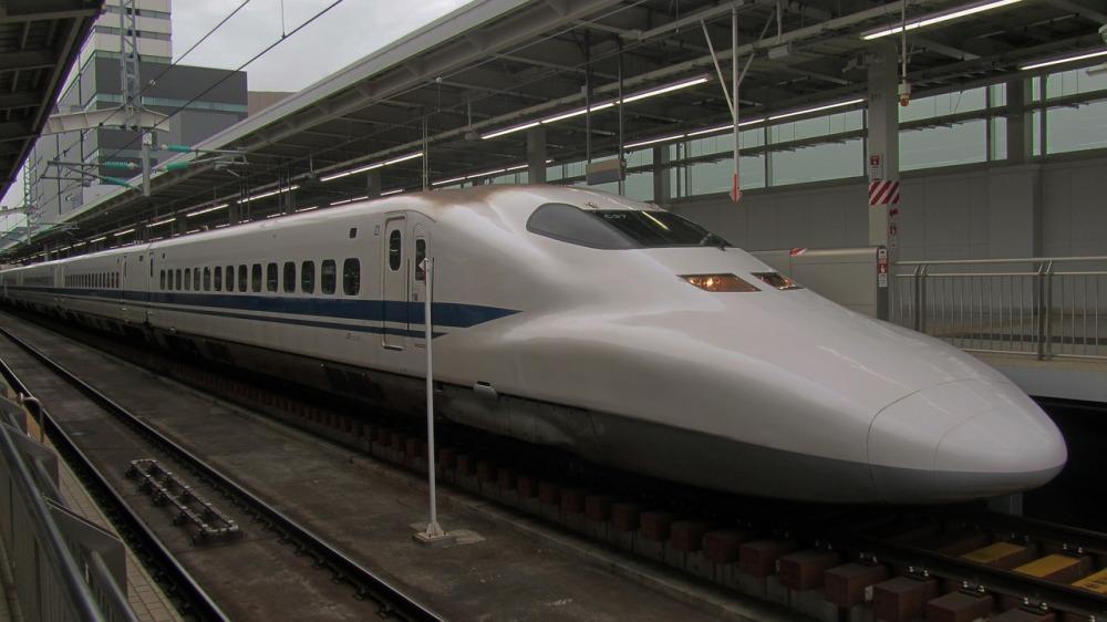 shinkansen-2712038_1280